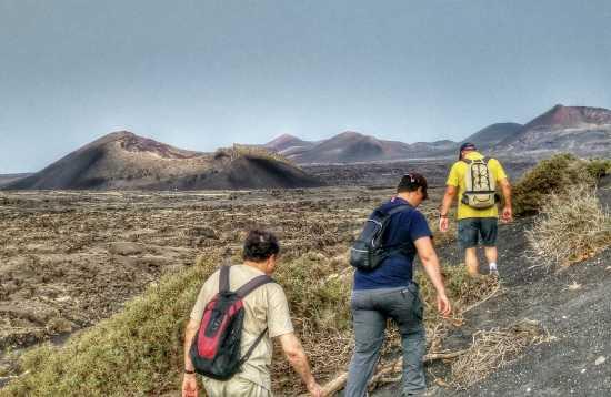 Wandern in der Mondlandschaft von Lanzarote